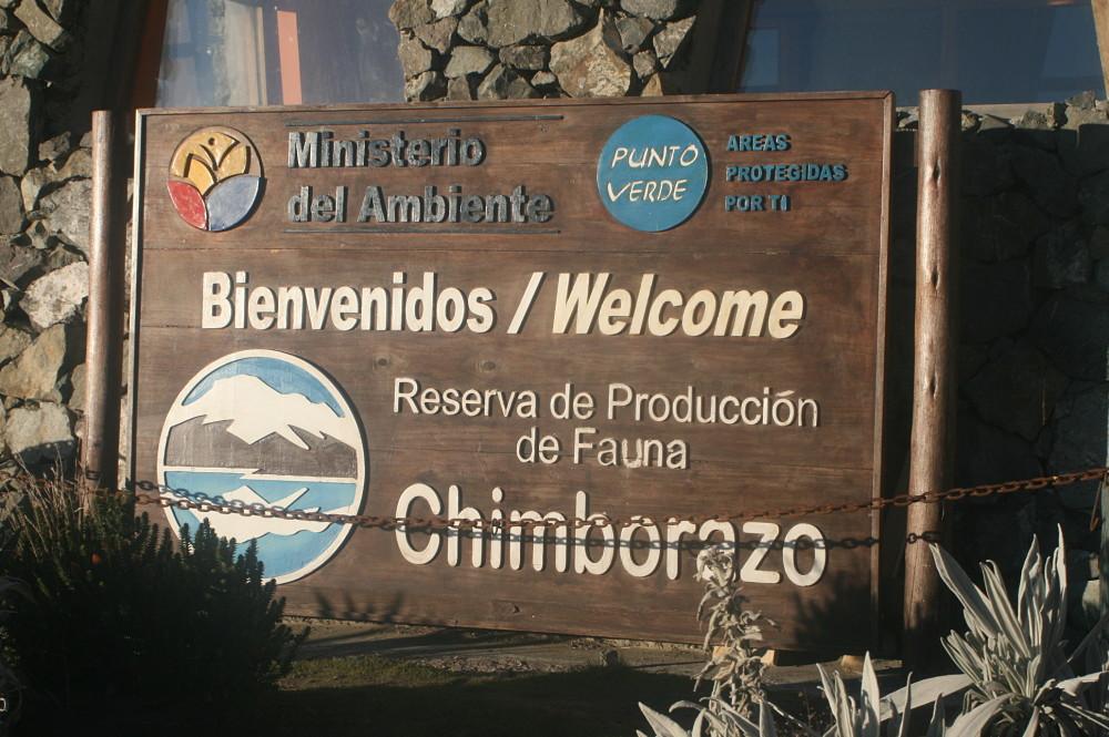 Panneau de l'entrée de la réserve naturelle du Chimborazo.
