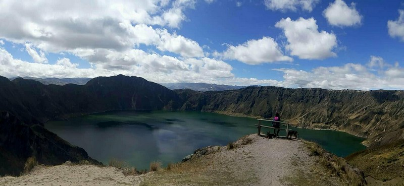 Panorama du cratère du Quilotoa et de son lac